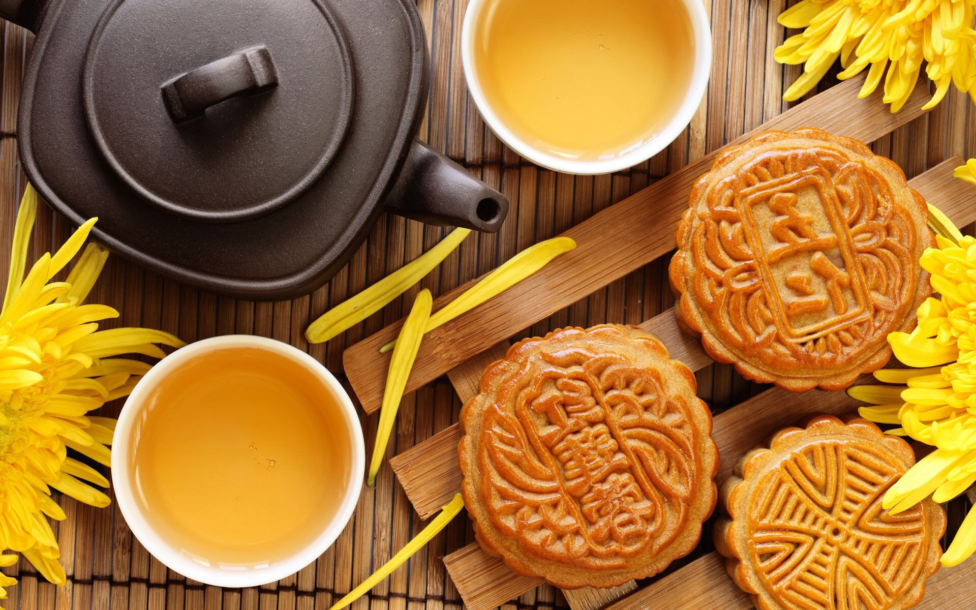 Mooncakes are central to the Mid-Autumn festivities. (Image source: www.allgreatimages.com)