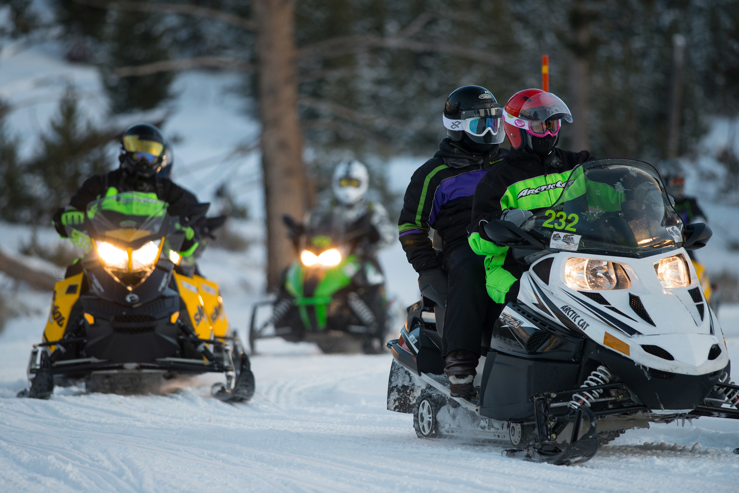 Look for good snowmobile and hotel combo packages for better rental rates in Yellowstone