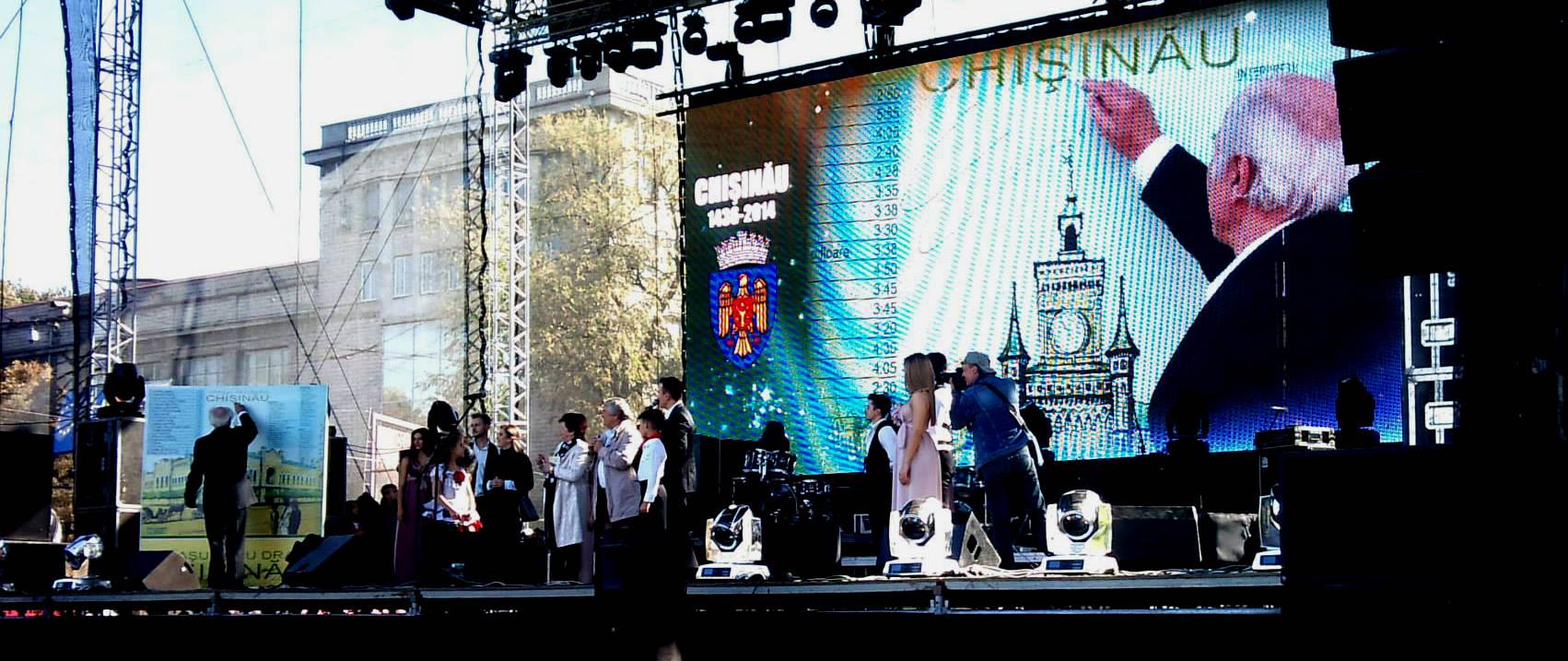 """Un CD cu cântece despre Chişinău a fost lansat marți, 14 octombrie, cu ocazia Sărbătorii orașului.       Tabloul """" Primaria orasului Chisinau""""  a devenit coperta discului pe care interpreti precum: Eugen Doga, Radu Dolgan, Triboi Aliona si altii si-au lasat simbolic autografele in cadrul manifestarii de lansare oficiala a CD-ului """"Orasul meu drag Chisinau"""""""