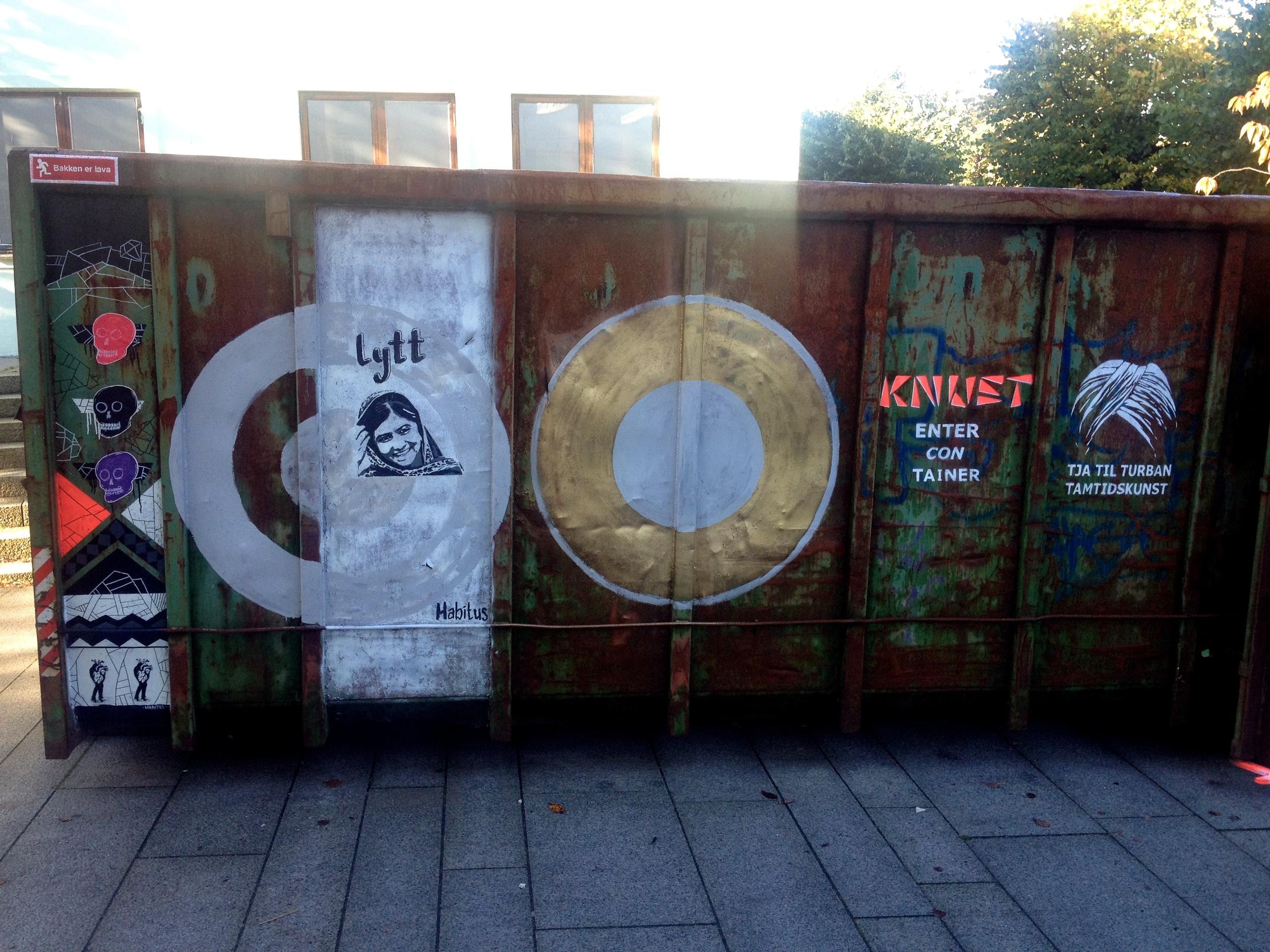 Containeren