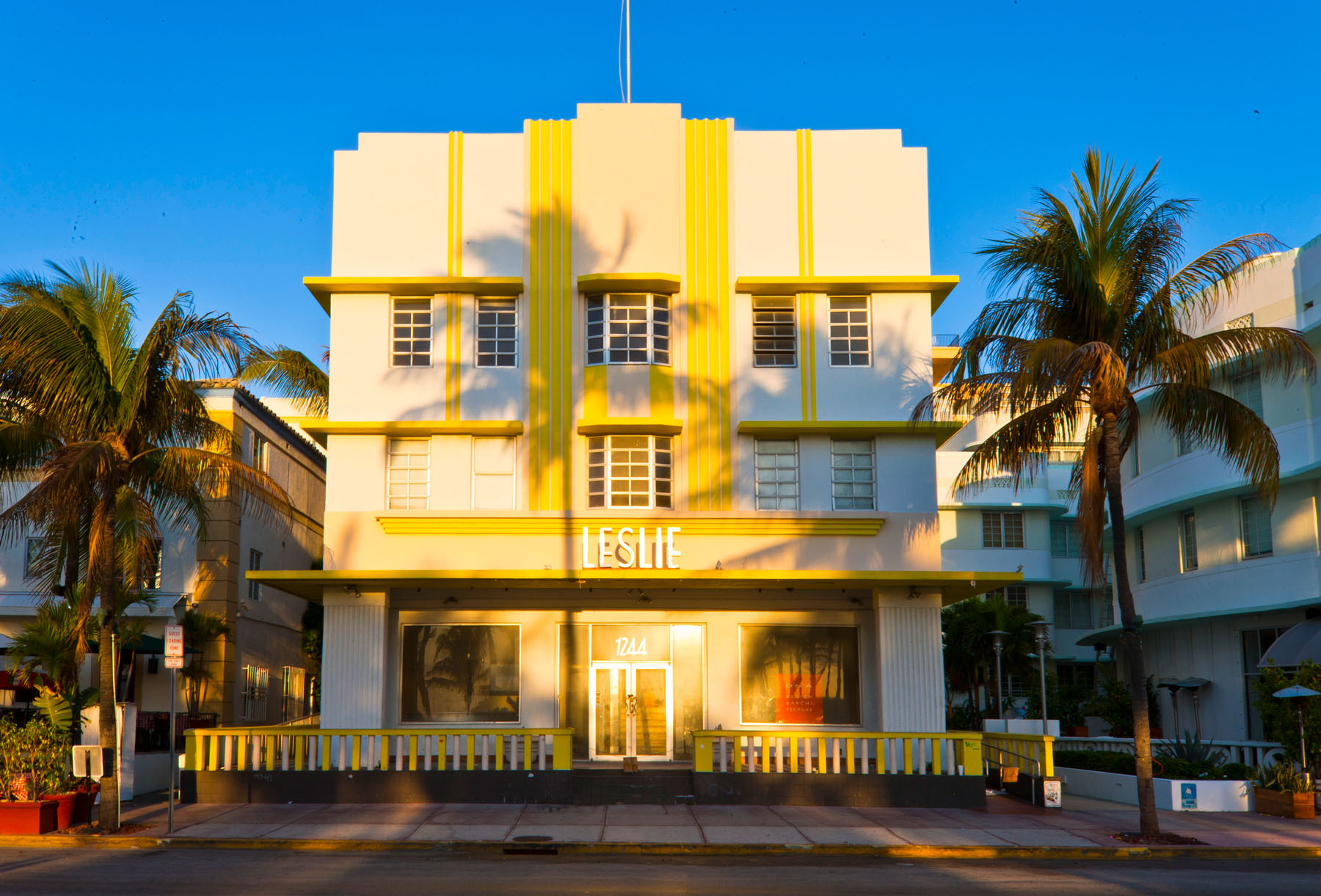 854_1miami_art_deco_25.jpg