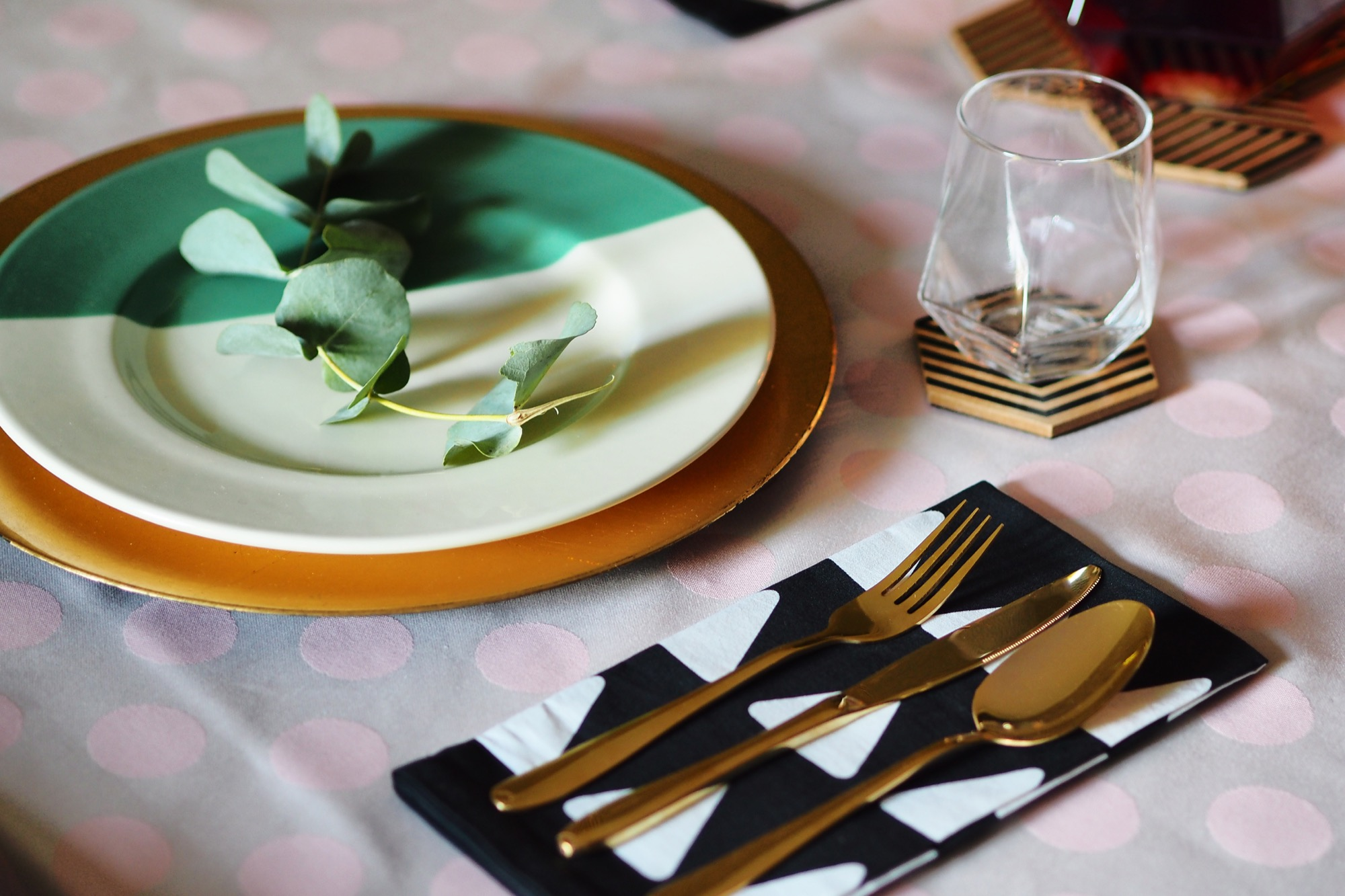 Here are some ideas for decorating and styling a winter dinner party without it being all reindeers and fake snow. Keeping it classy!