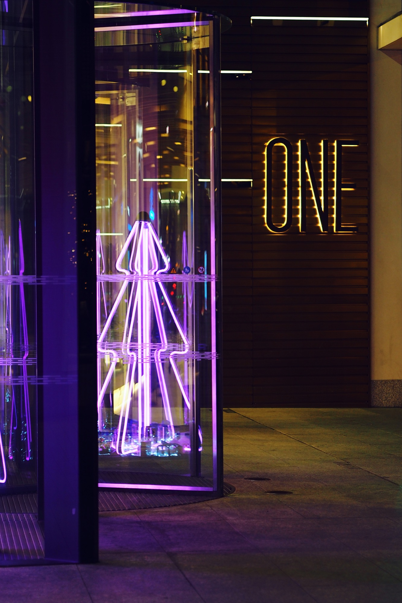 I'm so pleased with the neon christmas tree installation I created for Estee Lauder UK!