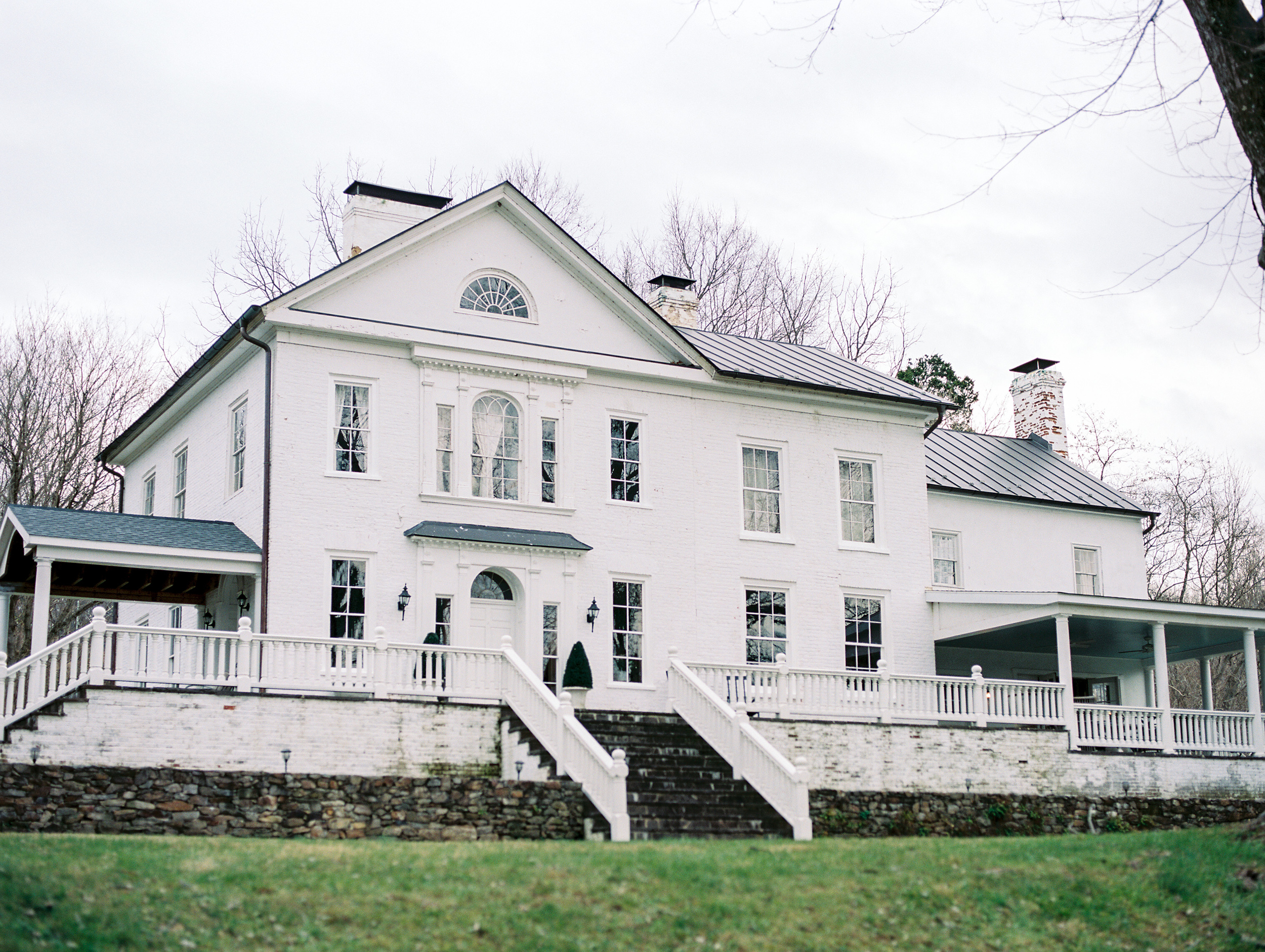 the retreat at cool spring intimate virginia wedding venue fine art film wedding photographer lissa ryan photography