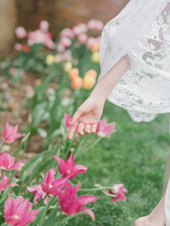 fine art film beauty boudoir photographer outdoors english garden lissa ryan photography