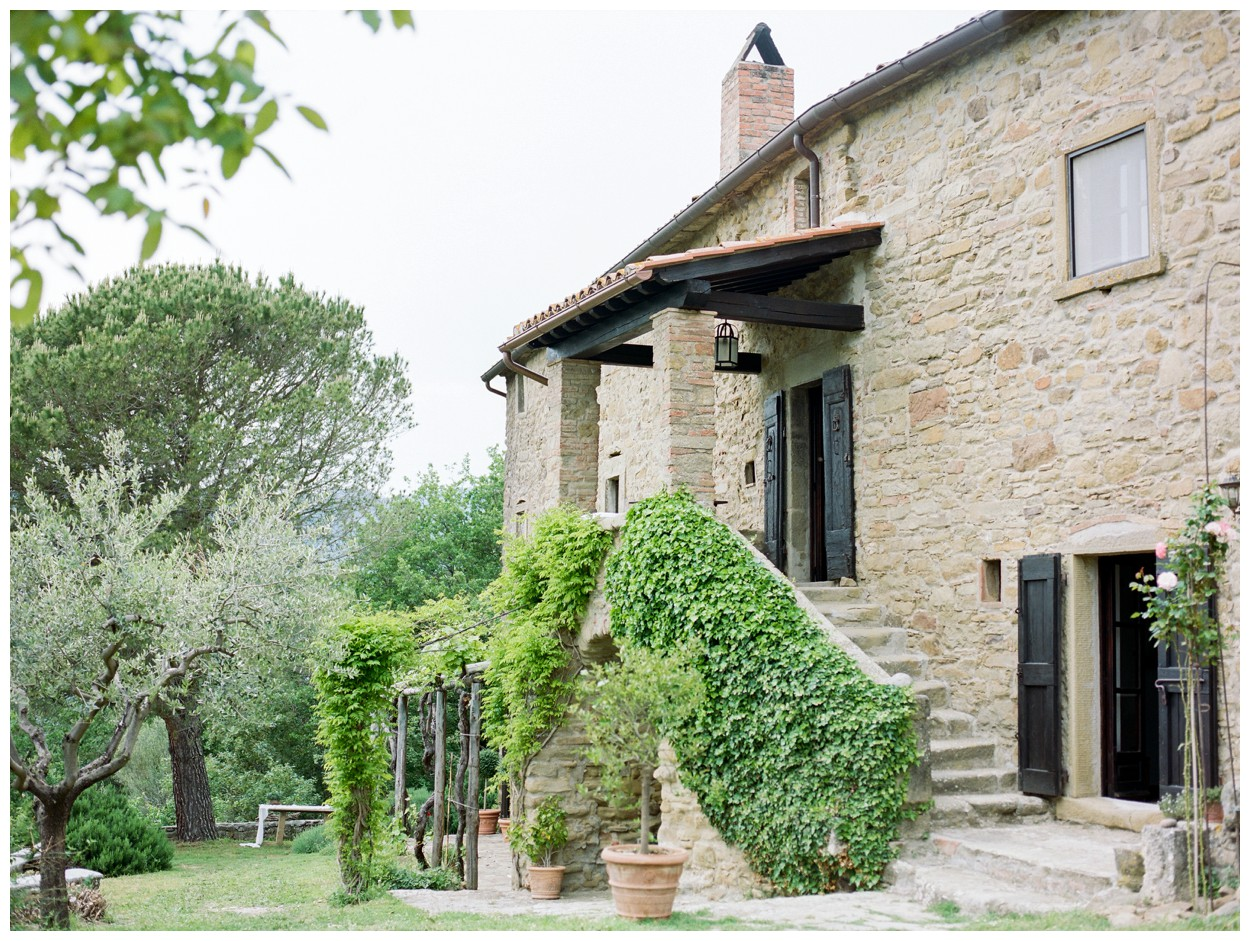 Spring Engagement at Villa Montanare in Cortona Tuscany, Italy by fine art wedding photographer Lissa Ryan Photography