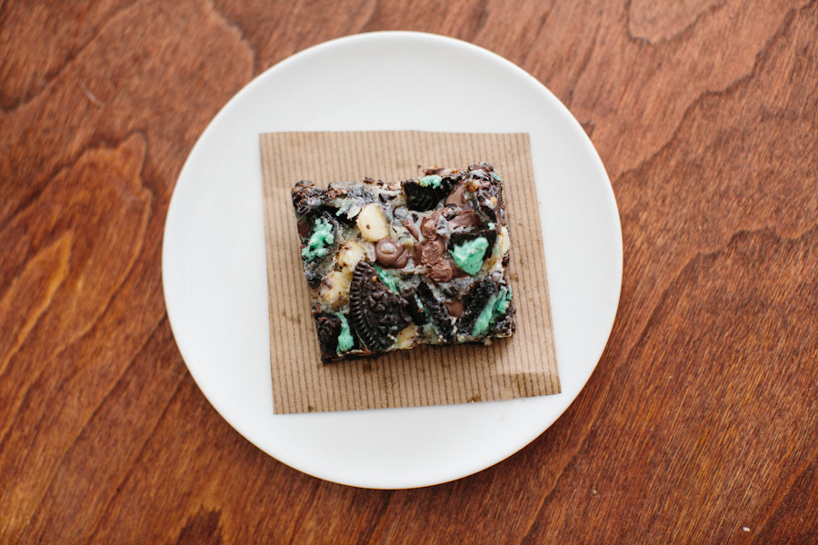 Cookies + Cream Magic Bars // Becca Bakes (www.becca-bakes.com)