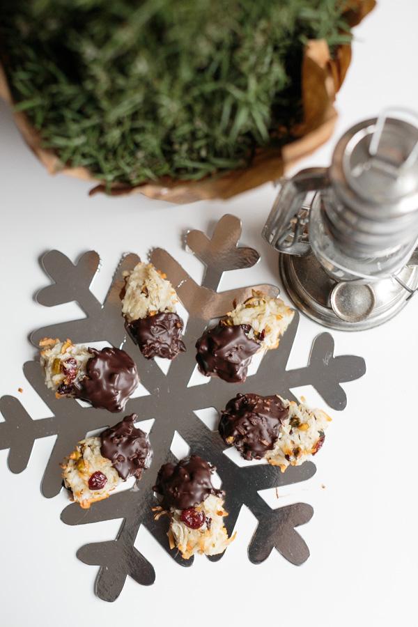 Cranberry-Pistachio Macaroons | Becca Bakes (www.becca-bakes.com)