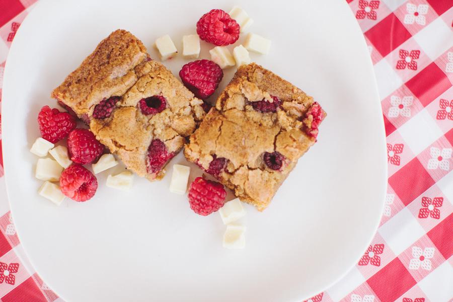 Raspberry White Chocolate Blondies | Becca Bakes (www.becca-bakes.com)