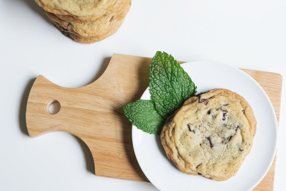 Fresh Mint + Dark Chocolate Chip Cookies | Becca Bakes (www.becca-bakes.com)