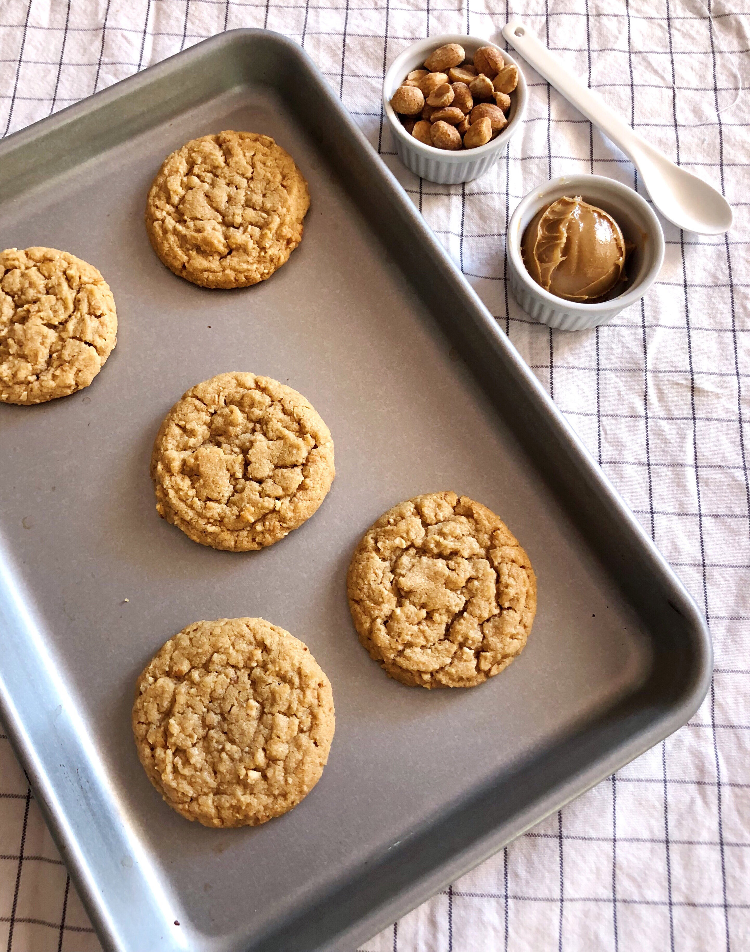 Honey Roasted Peanut Butter Cookies | Becca Bakes www.becca-bakes.com