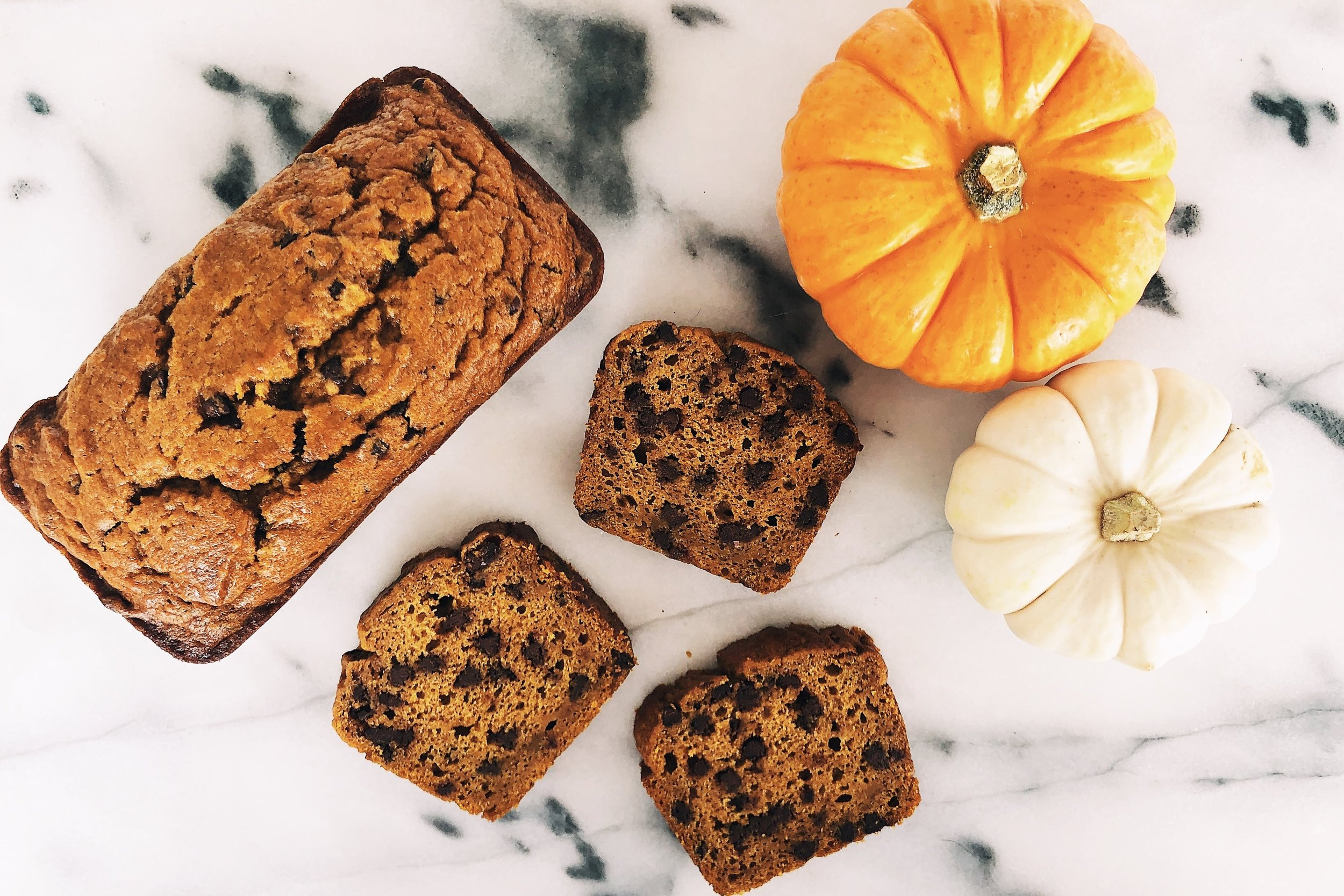 Mini Chocolate Chip Pumpkin Bread Loaves | Becca Bakes (www.becca-bakes.comp)