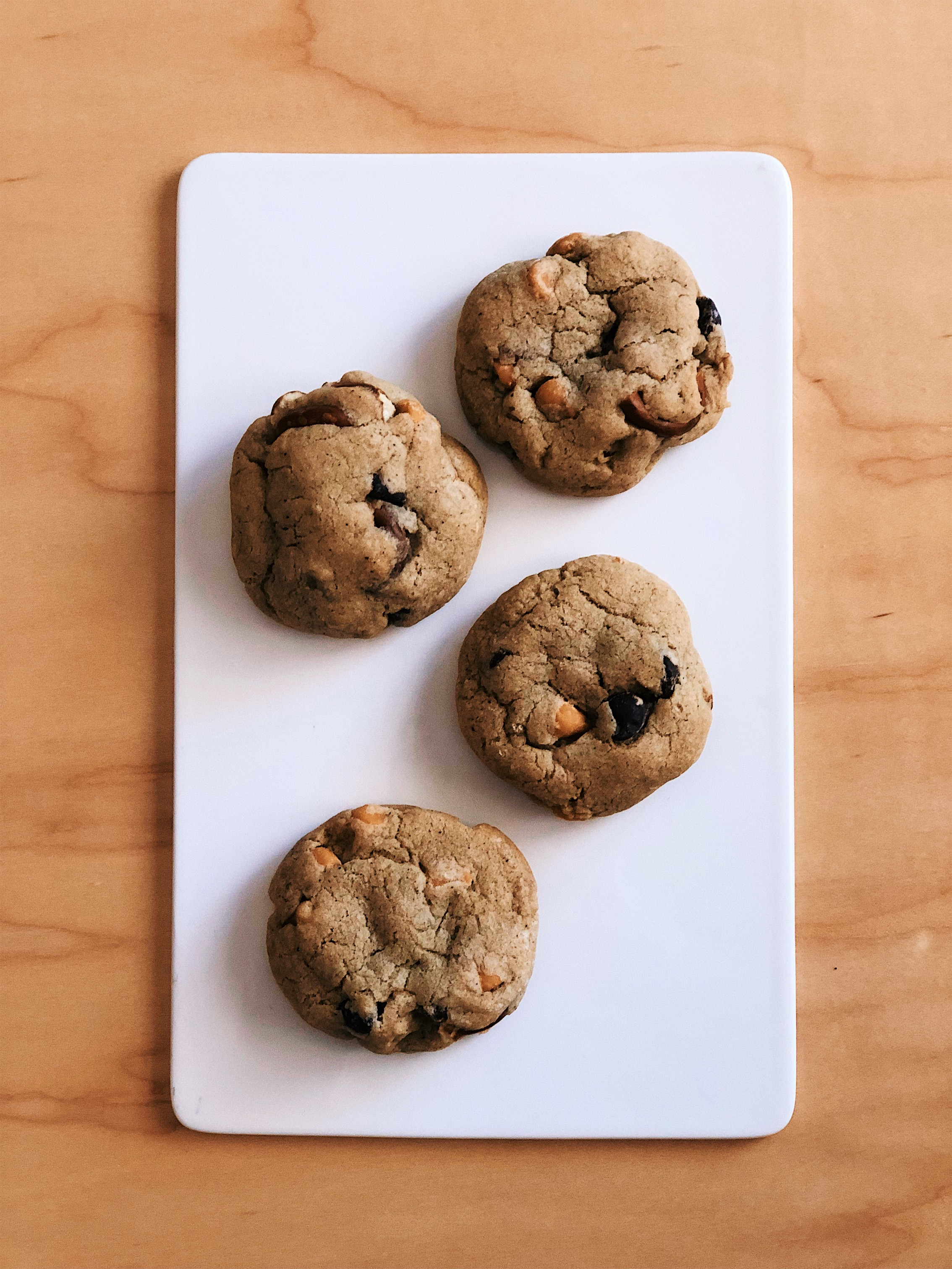 Sea Salt Butterscotch Pretzel Cookies | Becca Bakes www.wulanhaotej.tw