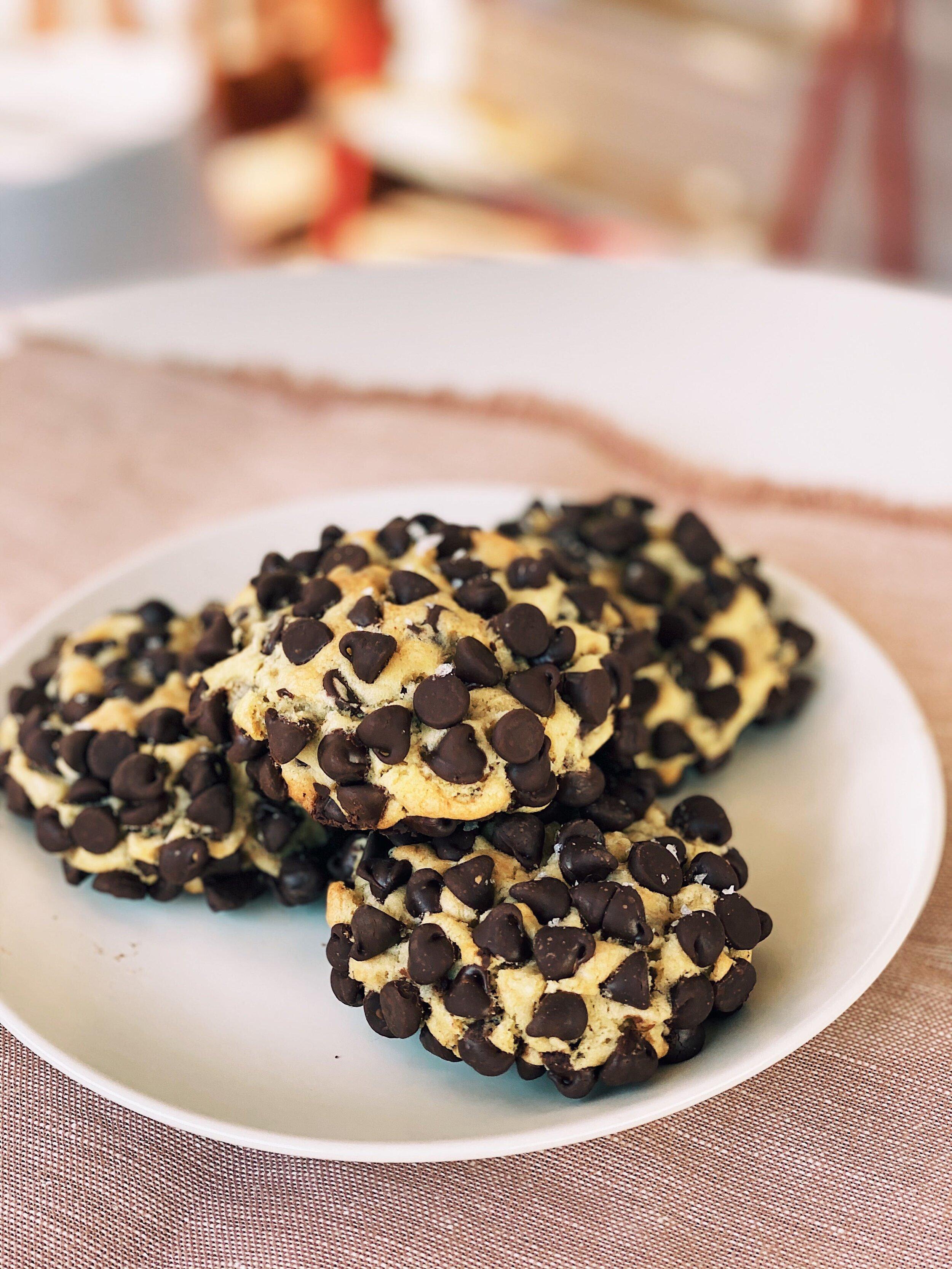 Copycat Gideon's Bakehouse Chocolate Chip Cookies | Becca Bakes (www.wulanhaotej.tw)