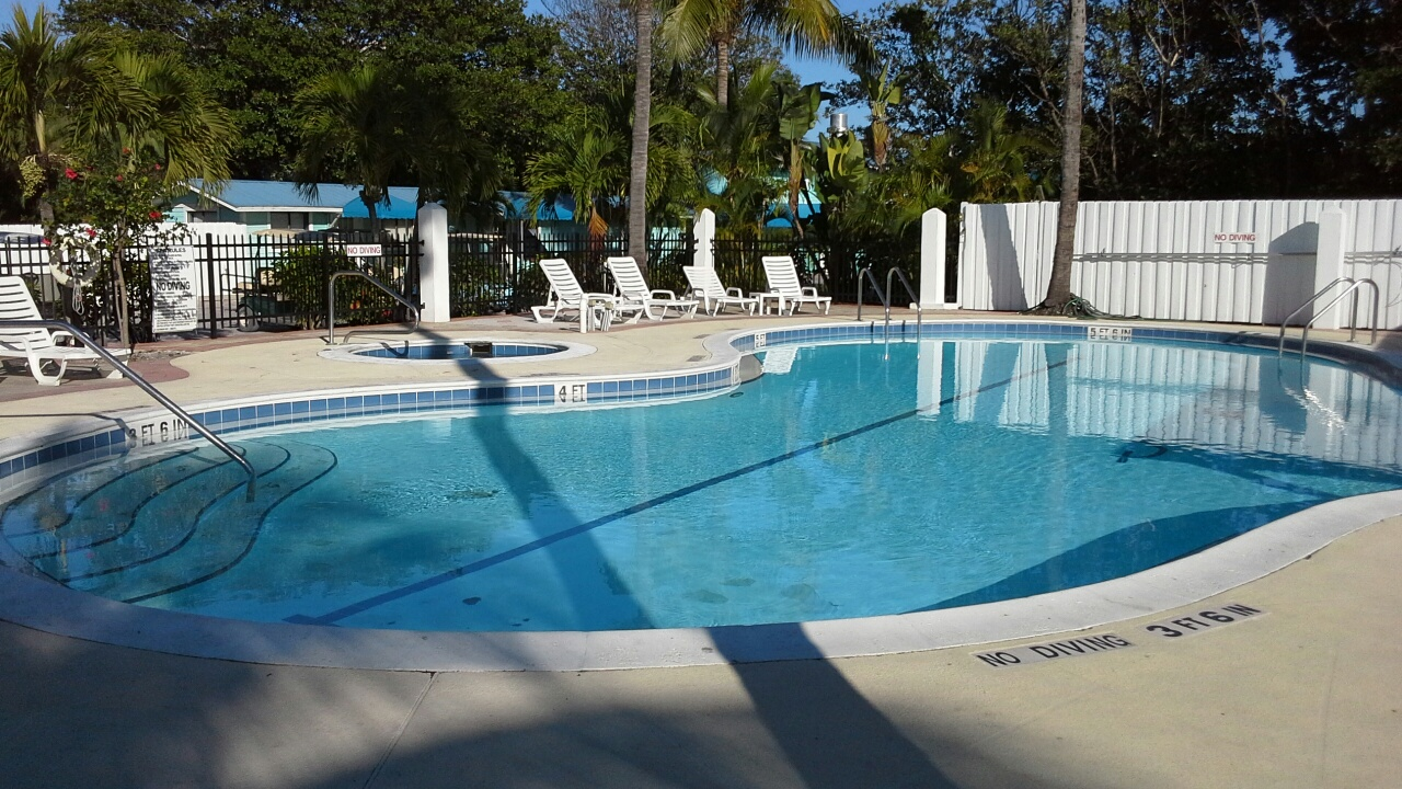 The smaller pool and hot tub at the North Captiva Island Club