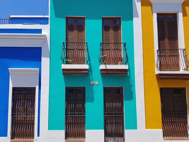 Una paleta puertorriqueña perfecta en la Calle de La Luna . . . #isladelencanto🇵🇷 #viejosanjuan #sanjuan #oldsanjuan #color #colorpalette #palette #paletas #colores #calledelaluna #puertorico