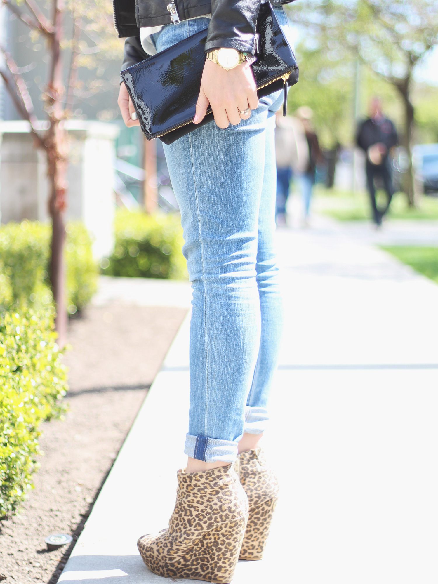 citizen of humanity jeans and leopard wedges