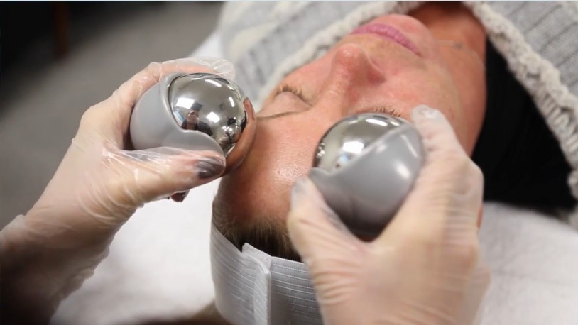 Frozen medical steel Cryoglobes are used when frozen to cool the skin. Appearance of lines and wrinkles are reduced, increases the production of collagen, reduces puffiness around the eyes, minimises pores on the face, drains the build up of toxins in the skin, soothes inflammation and irritation. Skin conditions like Acne, Dermatitis, Psoriasis and Eczema can be relieved. Metabolic rate of the skin is increased.