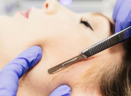 Dermaplaining facial