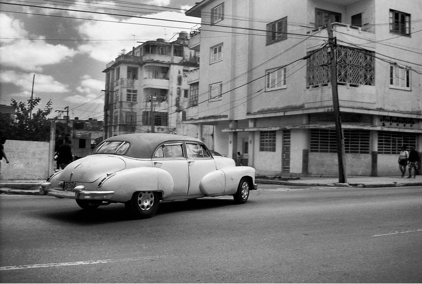 LE-MILE-Magazine-Blue-Magic-Cuba-by-Alban-E.-Smajli---1.jpg
