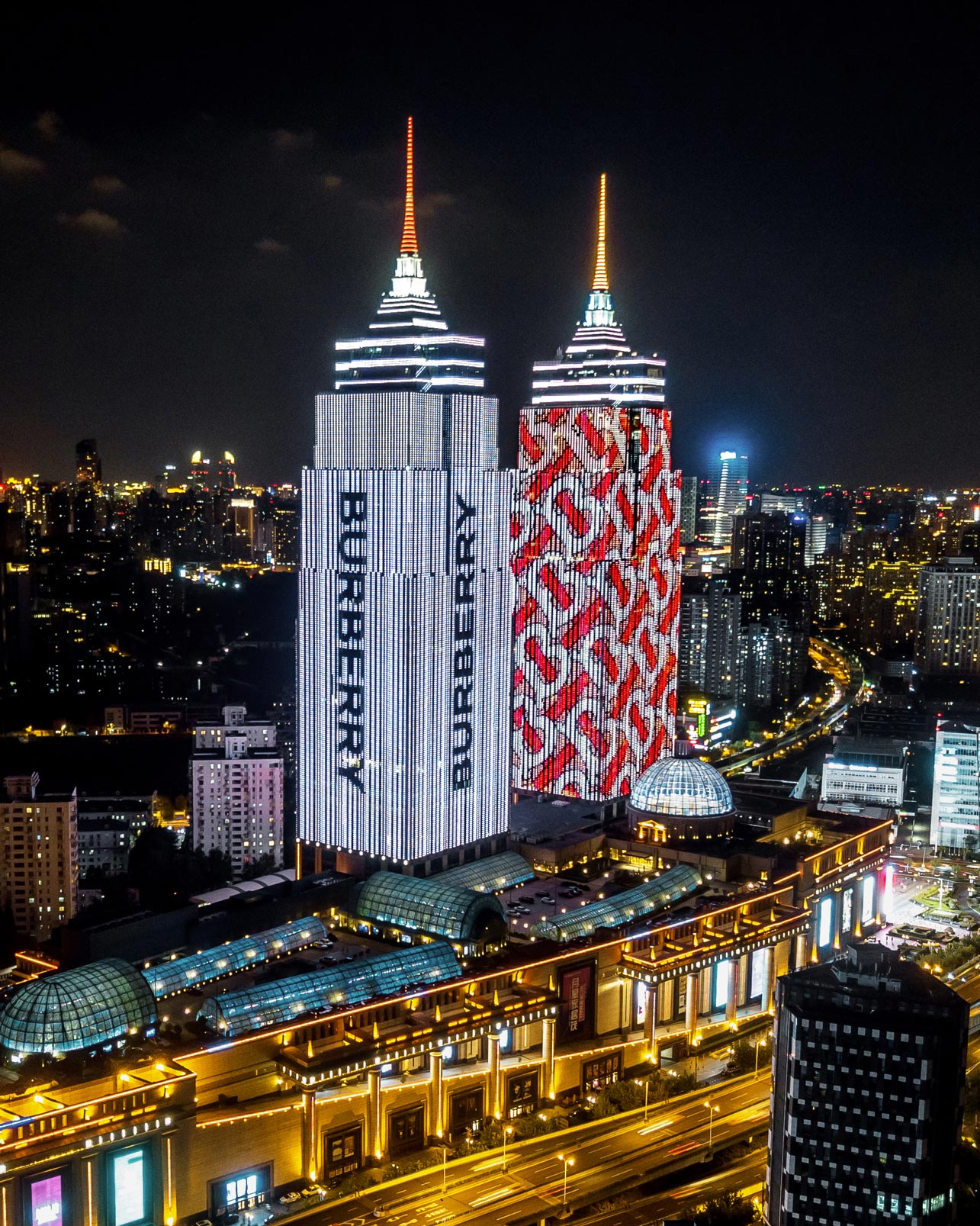 LE-MILE-Magazine-The-Thomas-Burberry-Monogram-projected-onto-Global-Harbor,-Shanghai.jpg