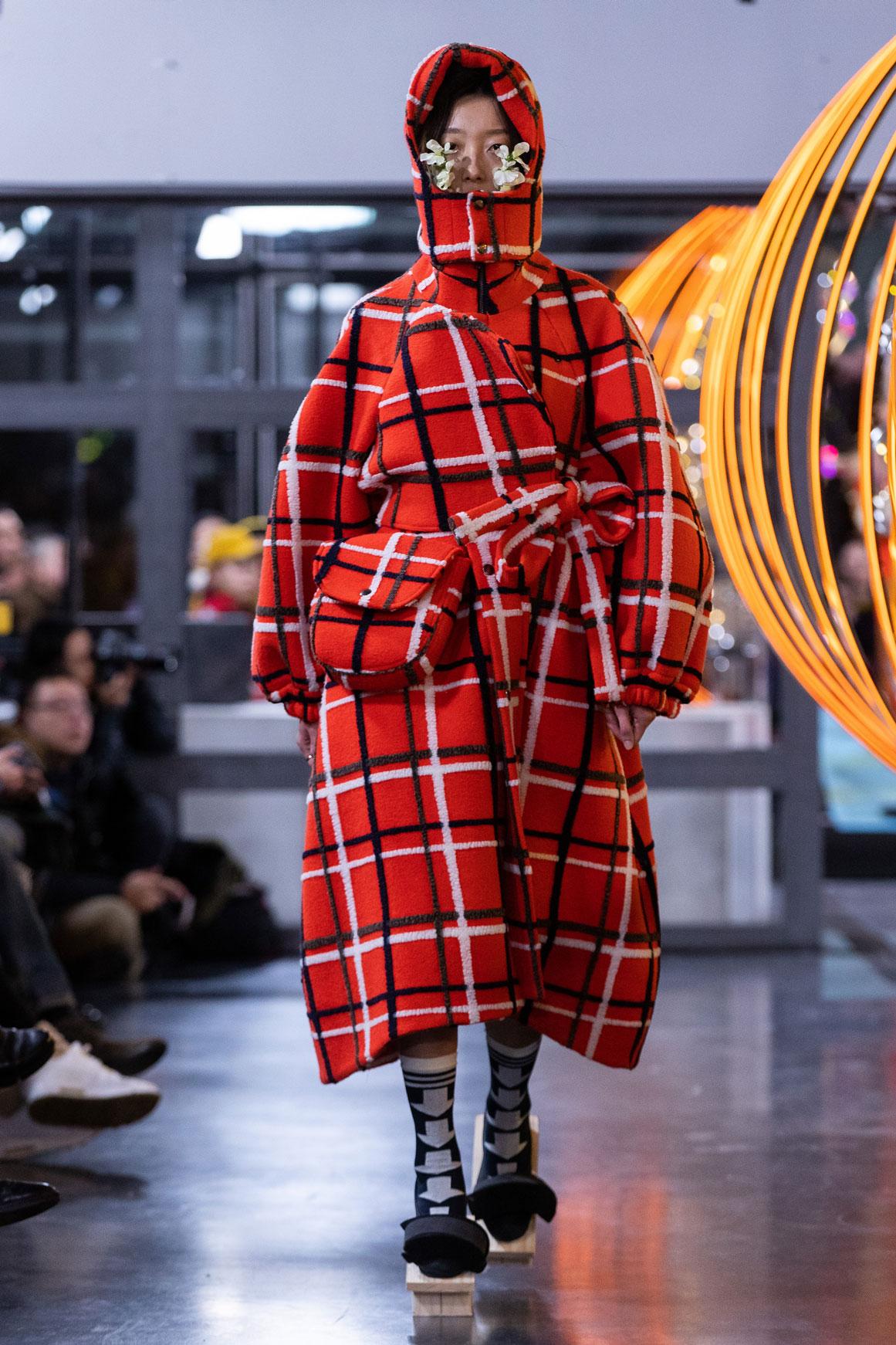 Henrik-Vibskov-THE-RADISH-ARM-CHARM-fashionweek-copenhagen-2019-le-mile-magazine-1.jpg