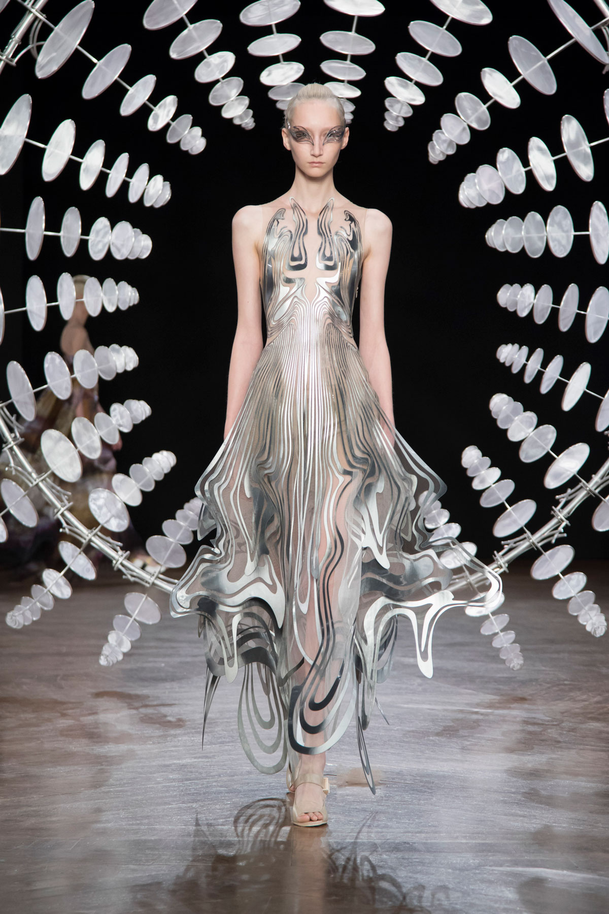 LE-MILE-Magazine-by-LE-MILE-STUDIOS-IRIS-VAN-HERPEN-HAUTE-COUTURE-PARIS-WEEK-2019-show-AW2019_6.jpg