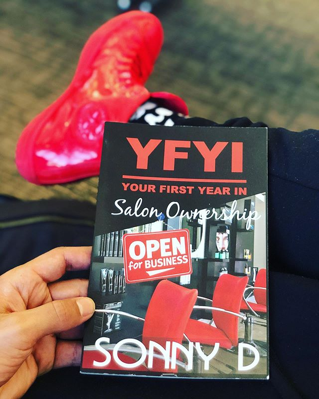 What book 📚is keeping you up at night?🤔 #YFYI YOURFIRSTYEARIN.COM • • • #sonnyd #travel #starbucks #picoftheday #style #love #paulmitchell #entrepreneur #stylist #fitness #business #motivation #inspiration #rwtd #yfyi #quotes #nytimesbestseller #caa #standup #creativeartistagency #speaker #realtalk #reality #instagood #author #literaryagent #wme #modernsalon #pmtslife