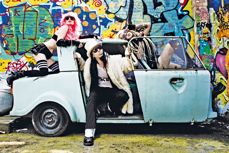 """Evestus 2007, Hackney Wick, London with Izzy Beaumont and Roodle. Styling Grete """"Stitch"""" Laus, photo Nickidm"""