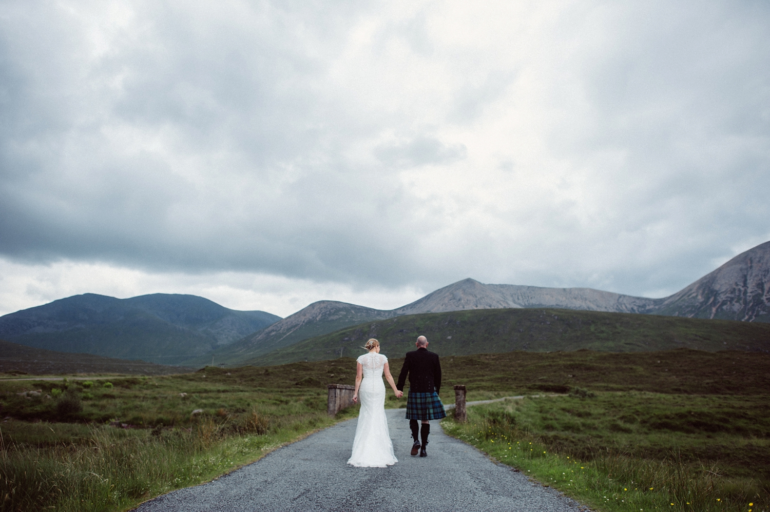 Lisa + Scott marry in Skye