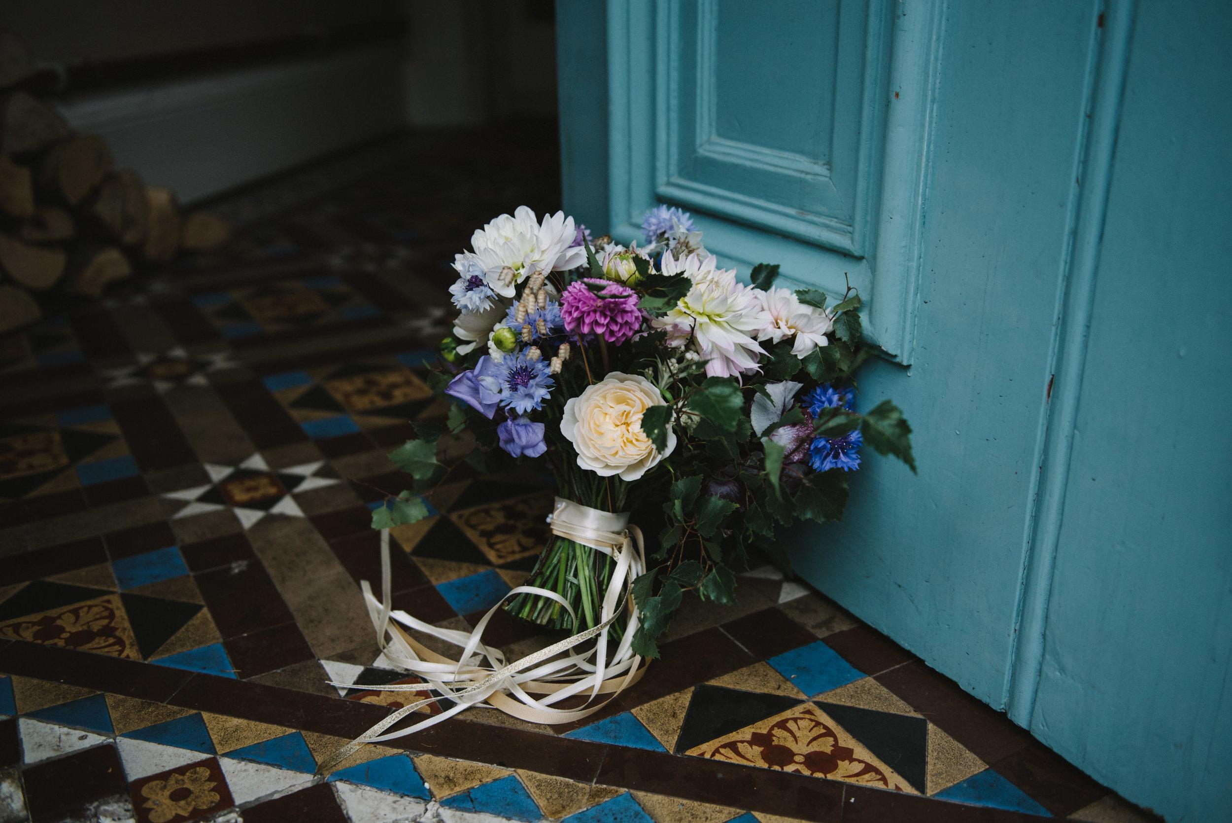 0083-LISA-DEVINE-PHOTOGRAPHY-ALTERNATIVE-WEDDING-PHOTOGRAPHY-SCOTLAND-DESTINATION-WEDDINGS-GLASGOW-WEDDINGS-COOL-WEDDINGS-STYLISH-WEDDINGS.JPG