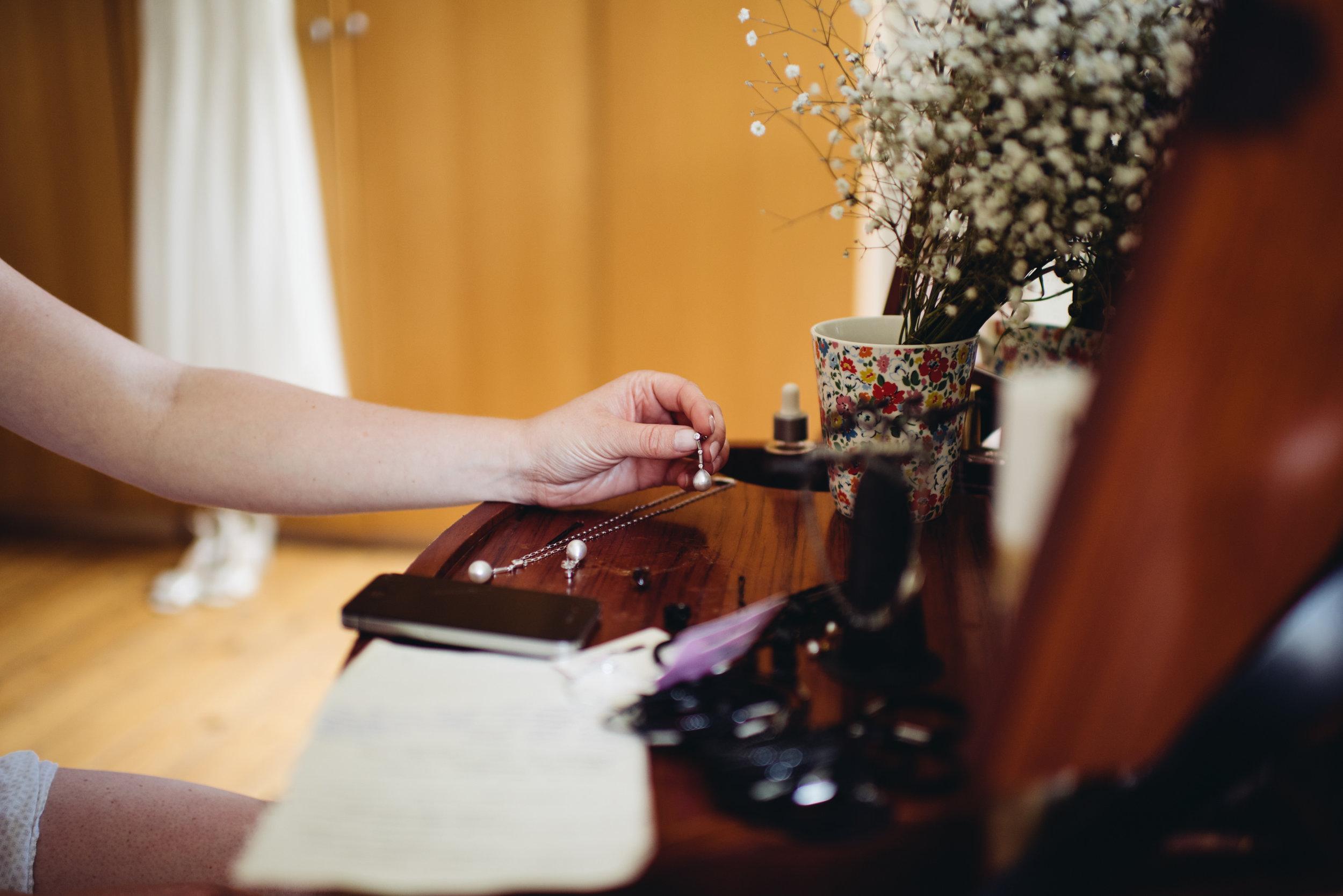 0189-LISA-DEVINE-PHOTOGRAPHY-ALTERNATIVE-WEDDING-PHOTOGRAPHY-SCOTLAND-DESTINATION-WEDDINGS-GLASGOW-WEDDINGS-COOL-WEDDINGS-STYLISH-WEDDINGS.JPG