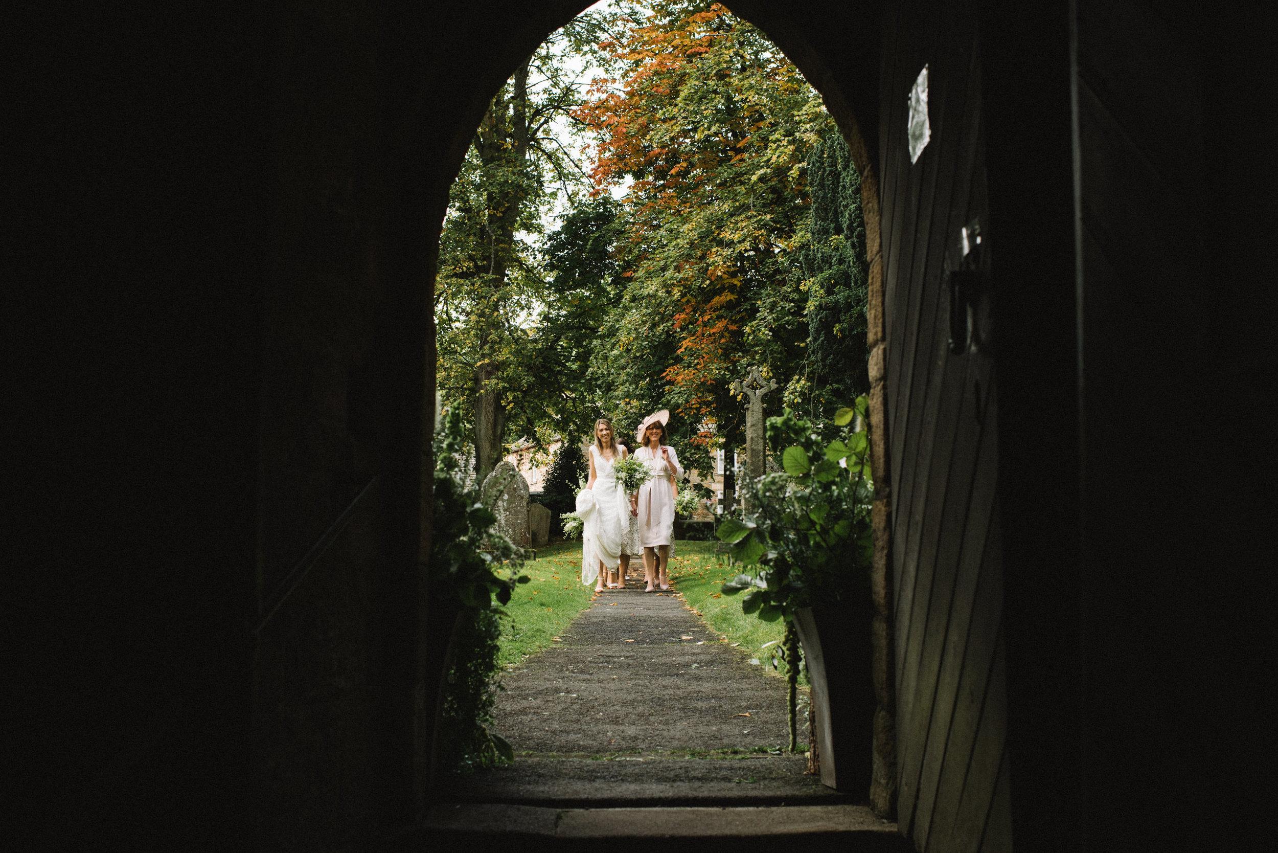 0211-LISA-DEVINE-PHOTOGRAPHY-ALTERNATIVE-WEDDING-PHOTOGRAPHY-SCOTLAND-DESTINATION-WEDDINGS-GLASGOW-WEDDINGS-COOL-WEDDINGS-STYLISH-WEDDINGS.JPG