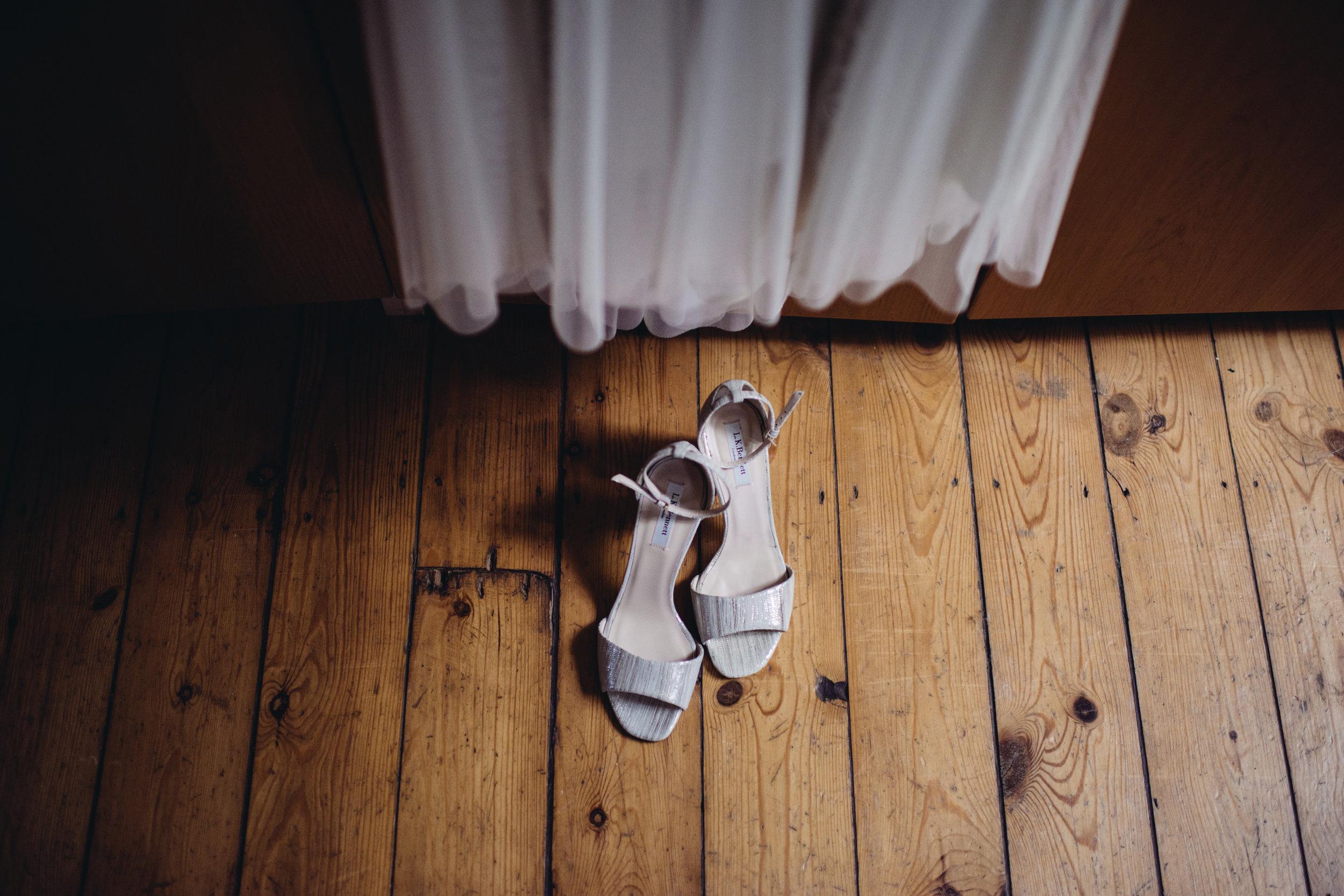 0245-LISA-DEVINE-PHOTOGRAPHY-ALTERNATIVE-WEDDING-PHOTOGRAPHY-SCOTLAND-DESTINATION-WEDDINGS-GLASGOW-WEDDINGS-COOL-WEDDINGS-STYLISH-WEDDINGS.JPG