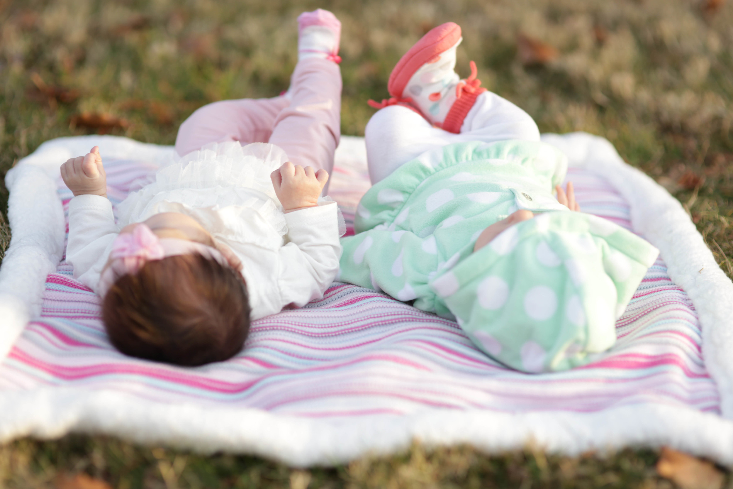 Anna and Laken chilin' in the park. I love how they have the same foot up! :)