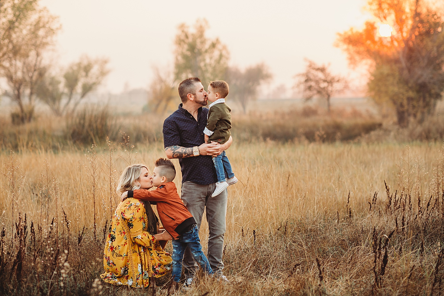sunset lifestyle session - 60 minutesOutdoor locationUp to 5 peopleAt least 60 edited digital images in an online galleryFamily, maternity, couples$475