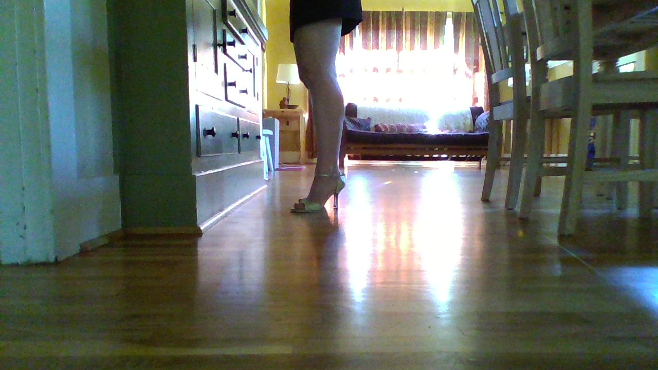 Step 1: Just starting to lift the heels off the ground: notice the knees stay soft!