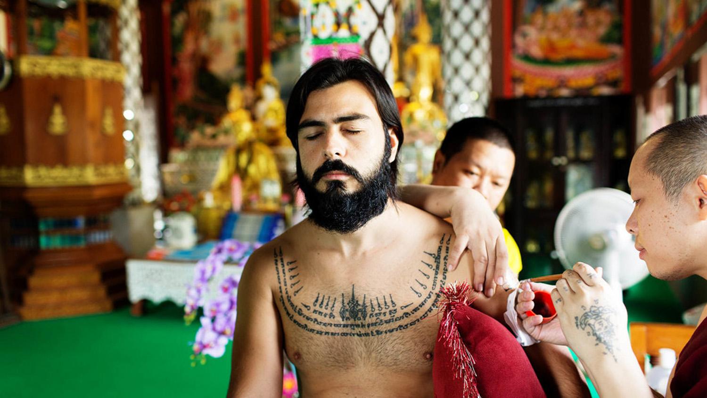 sak yant eduardo tatuagem tailandia