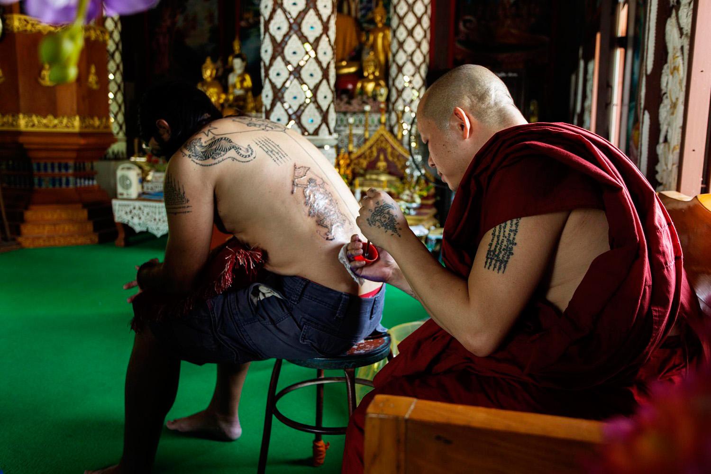 sak yant hanuman eduardo tatuagem tailandia