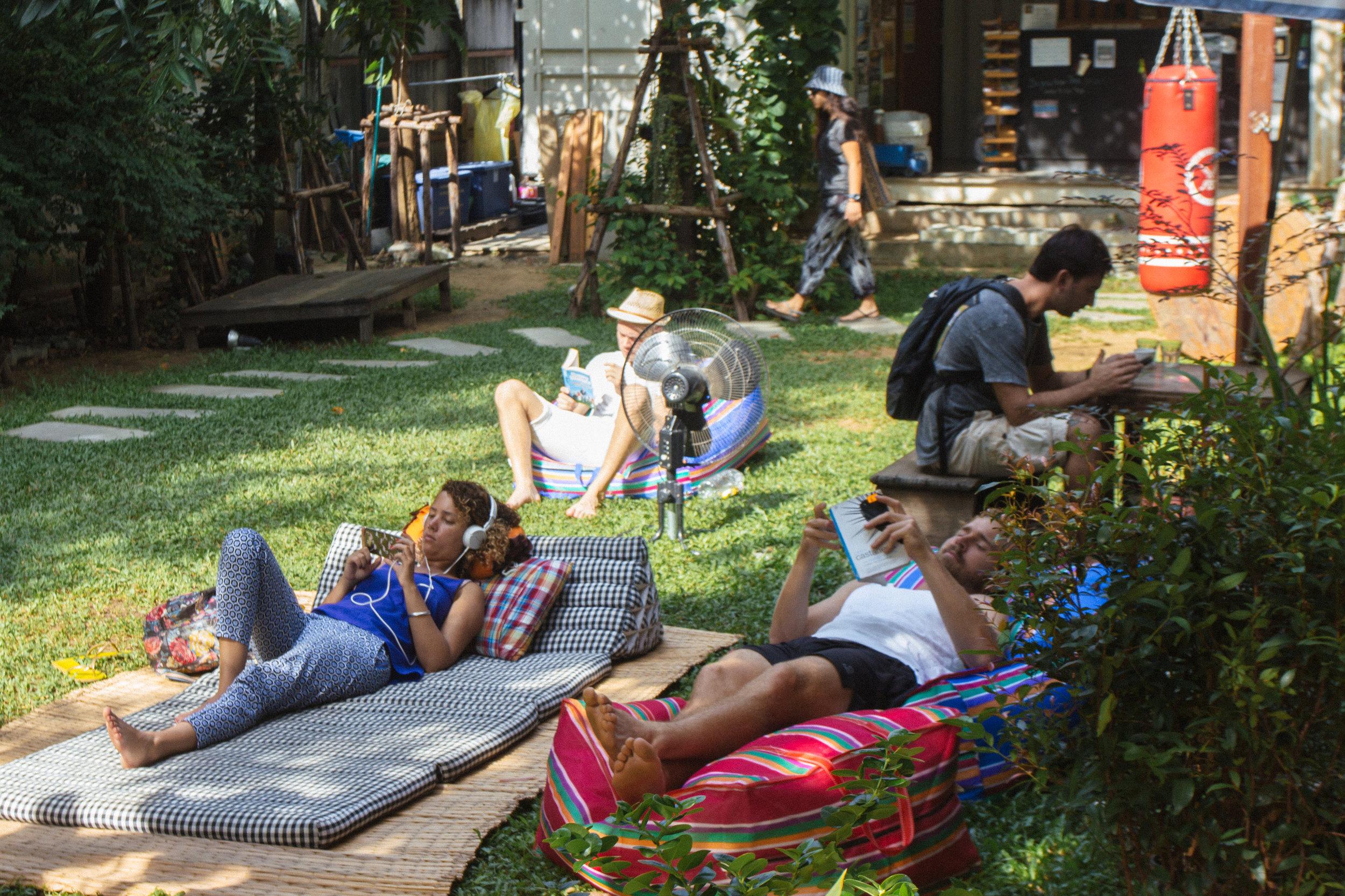 The Yard Hostel Bangkok  / Como Escolher um Hostel: Guia para Iniciantes