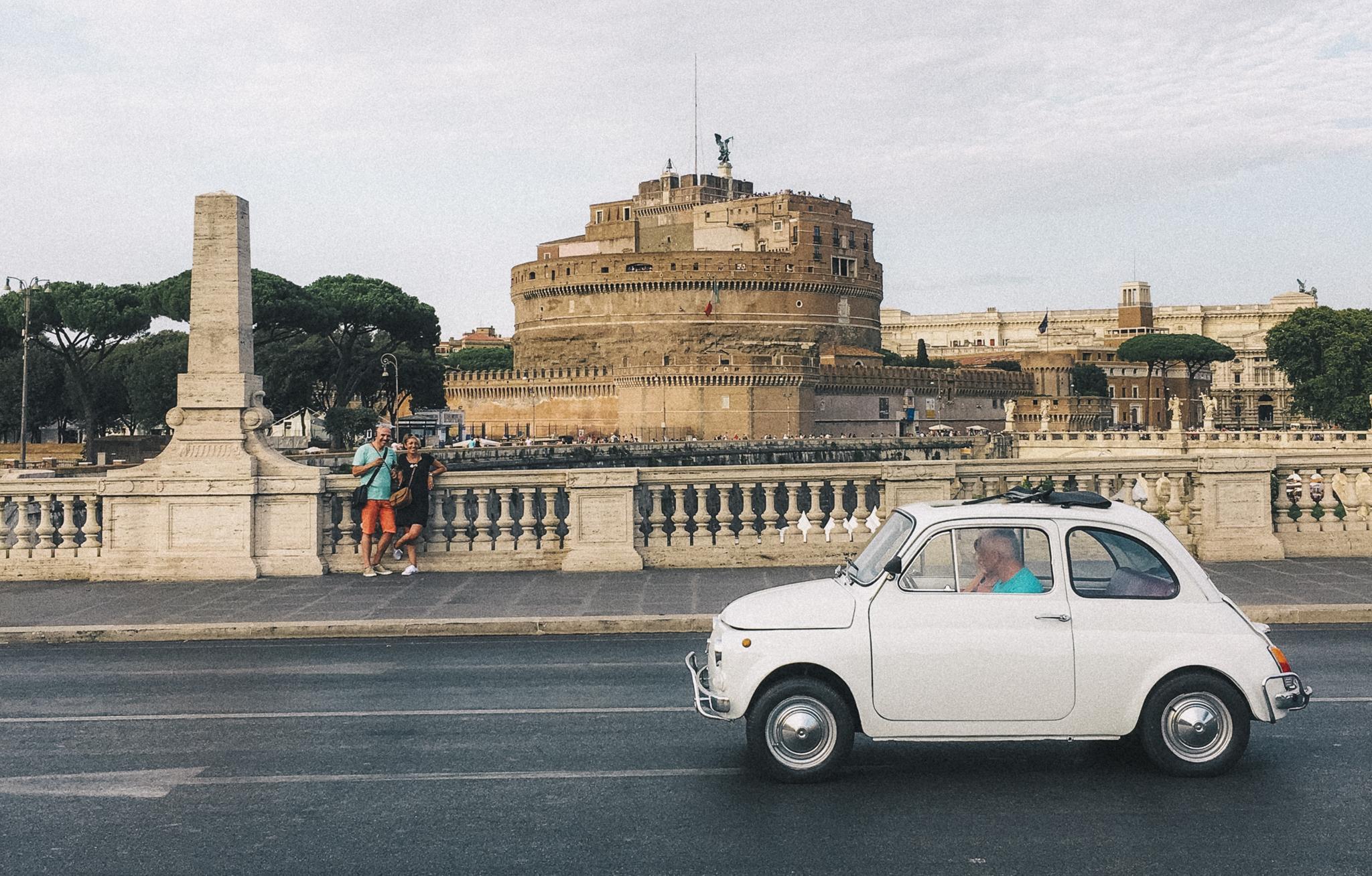 O carro enguiçou no meio da rua!Roma, Itália - iPhone 6s