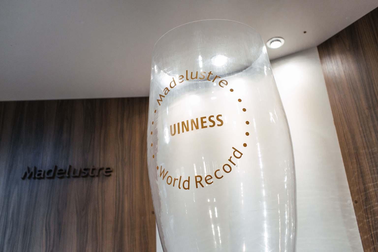 No Mundo do Vidro – Magia da Luz, criado pela Madrelustre, o visitante aprende sobre a história do vidro no mundo e ainda conhece as forma de fabricação do vidro pelas técnicas de Murano, na Itália