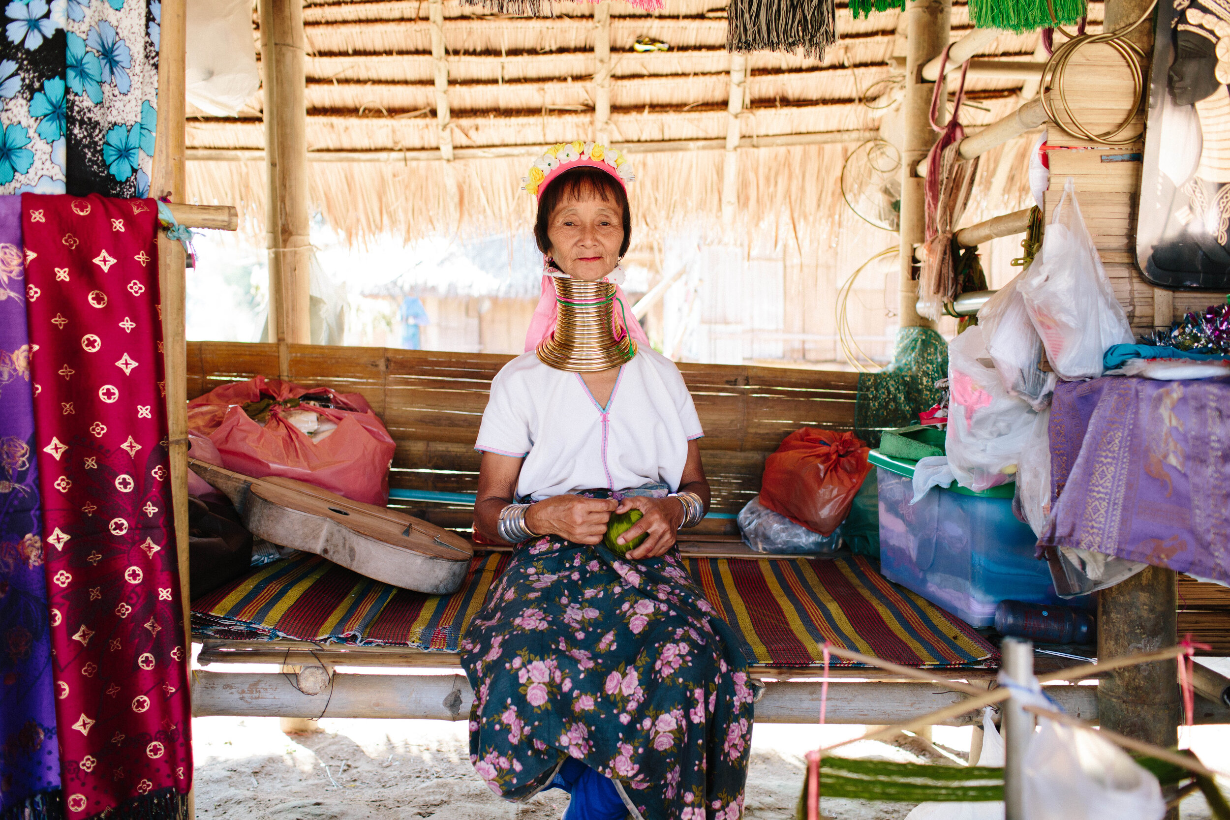 passeio arrependida tailandia mulheres girafa
