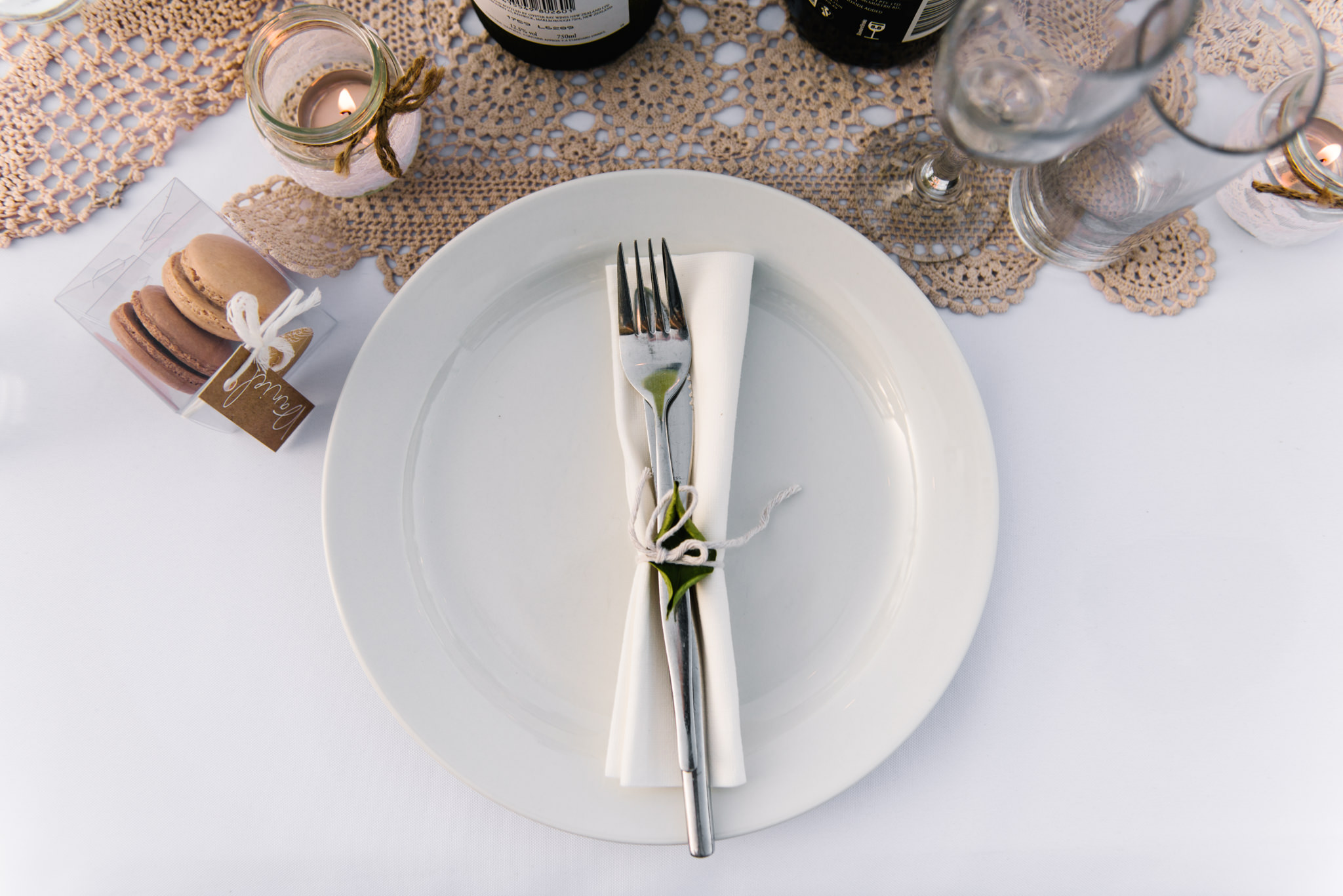 Wedding placesetting with neutral palette.jpg