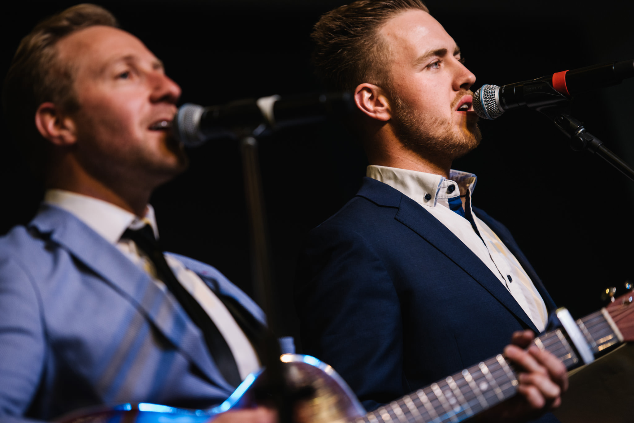 Band sings at christian wedding ceremony