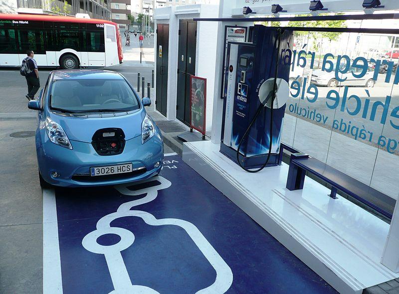 800px-First_EV_Charging_Station_in_Barcelona.JPG