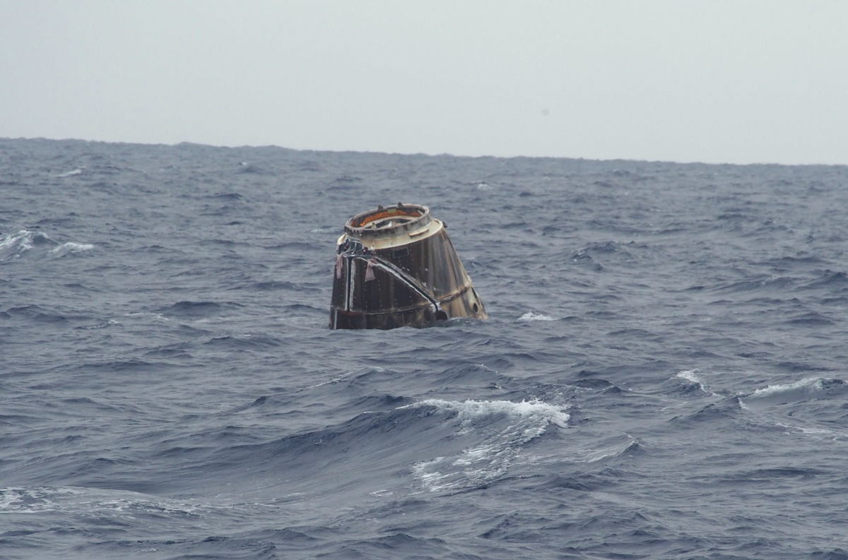spacex-dragon-splashdown-ocean-05312012.jpg