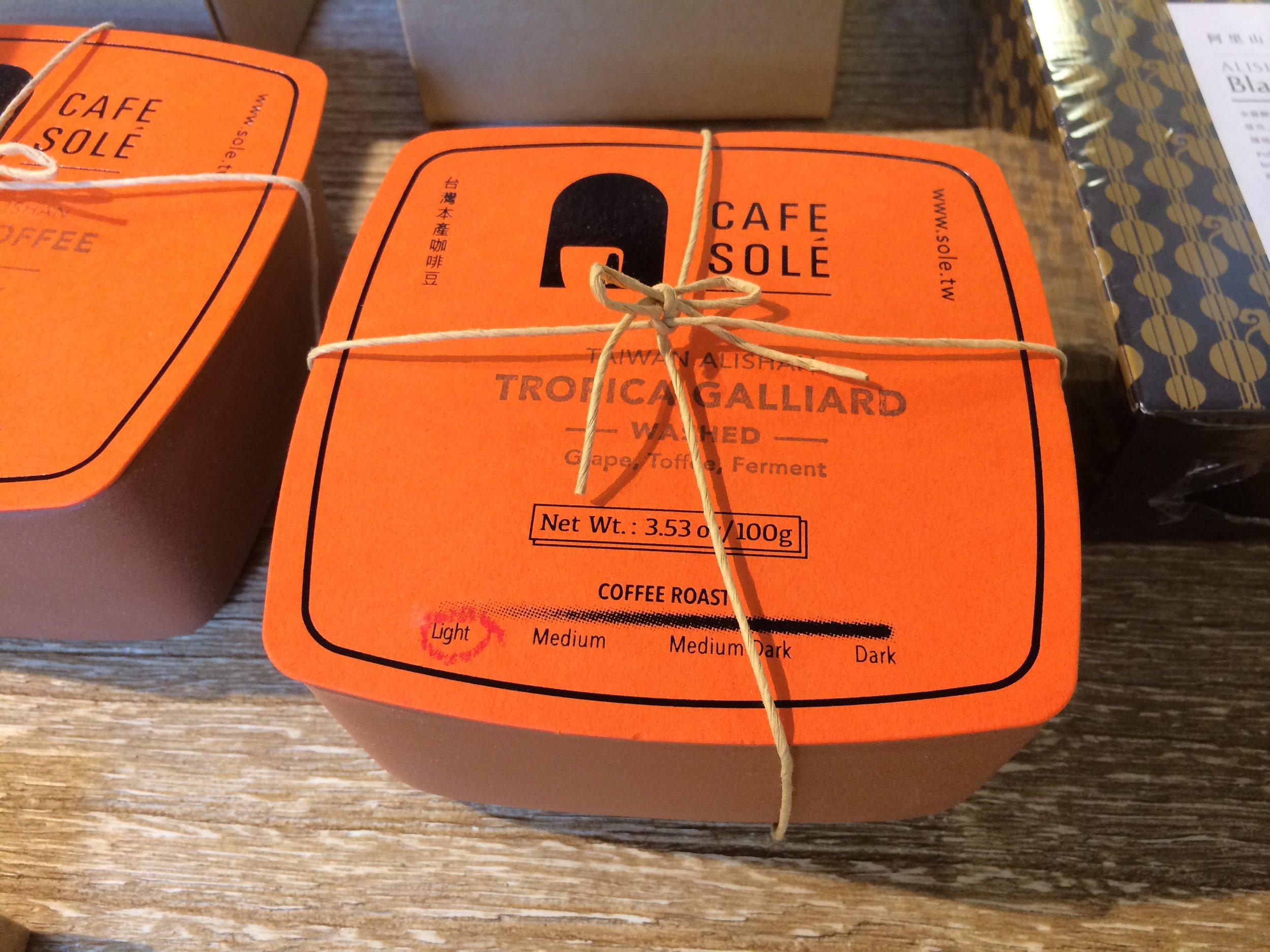 Coffee packaging using clay container.