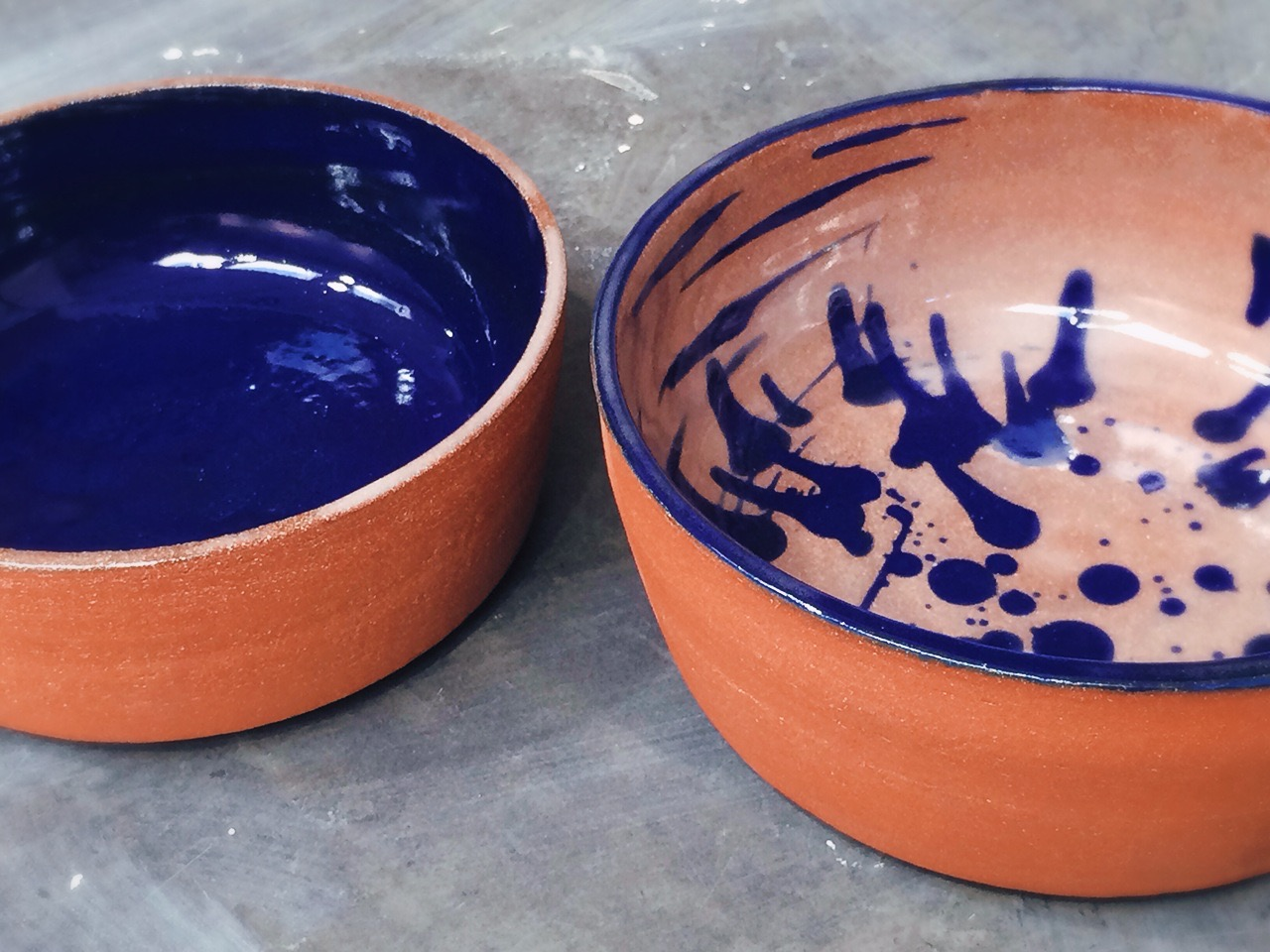 Sides left unglazed to expose the natural terracotta color and its naturally warm tactile feel. -