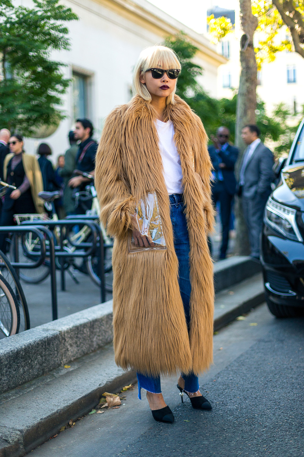 What bloggers wear to fashion week
